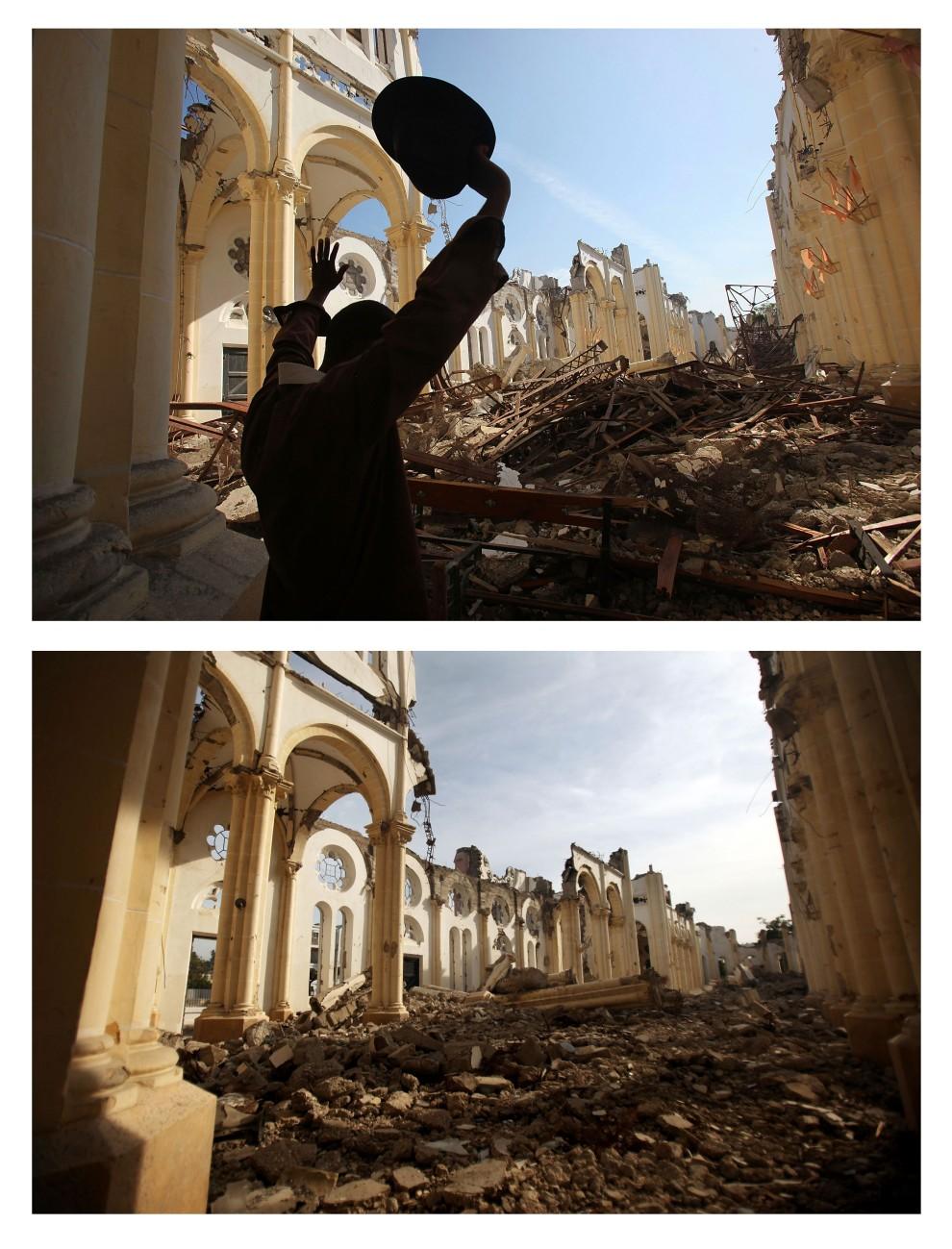 12. i 13. HAITI, Port-au-Prince, zdjęcie pierwsze z 14 stycznia 2010: Mężczyzna modli się na gruzach katedry.  Zdjęcie drugie z 12 stycznia 2011: To samo miejsce – Wnętrze katedry zniszczonej podczas ubiegłorocznego trzęsienia ziemi. (Foto: Mario Tama/Getty Images)