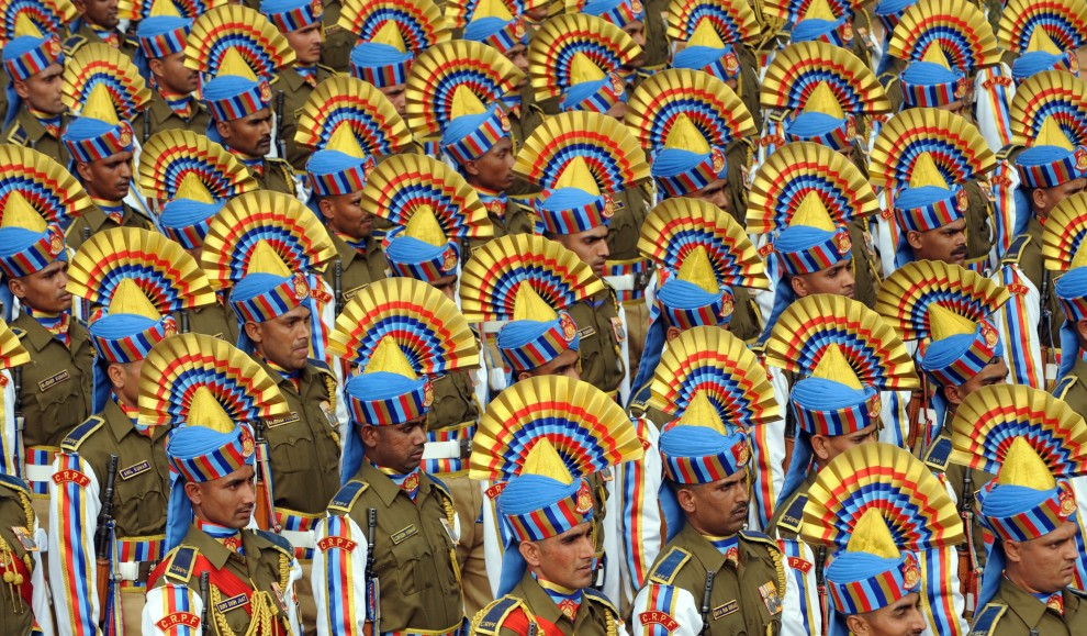 14. INDIE, Nowe Delhi, 26 stycznia 2011: Uczestnicy przygotowywanej parady z okazji Dnia Republiki. AFP PHOTO/RAVEENDRAN