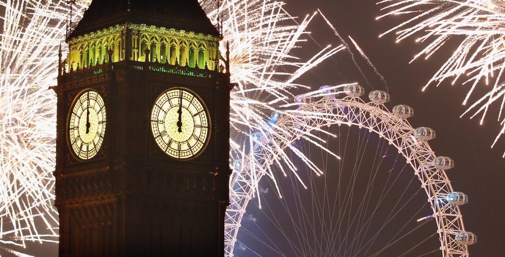 1. WIELKA BRYTANIA, Londyn, 1 stycznia 2011: Sztuczne ognie na niebie, tuż po północy. (Foto: Dan Kitwood/Getty Images)