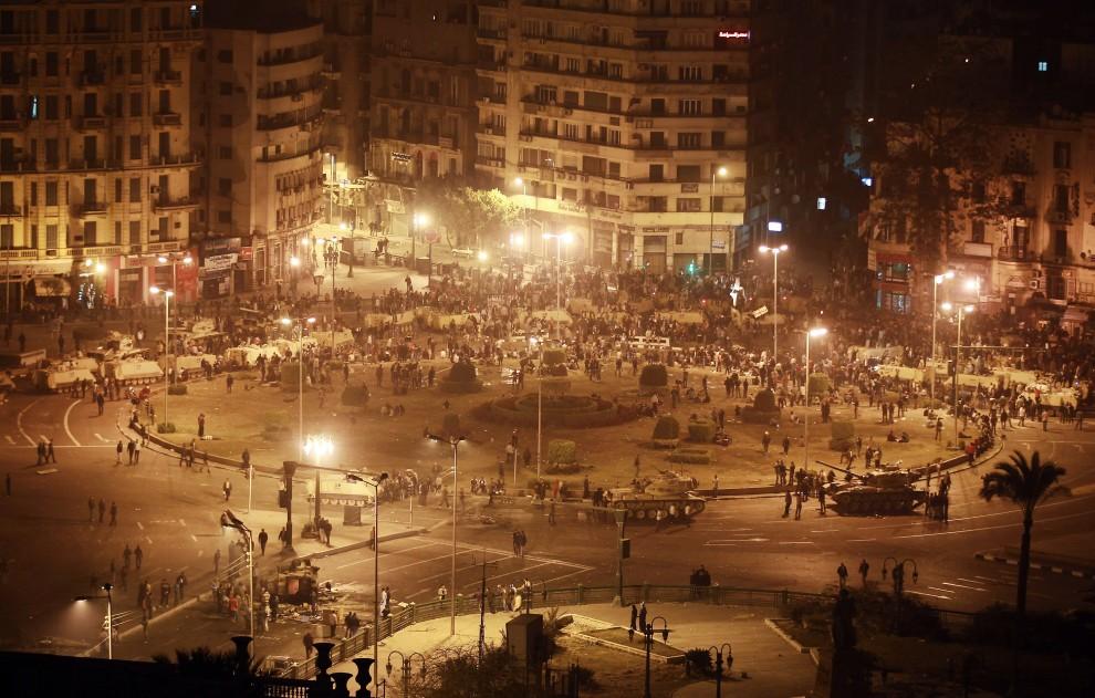21. EGIPT, Kair, 28 stycznia 2011: Zgrupowanie czołgów na głównym placu w Kairze. (Foto: Peter Macdiarmid/Getty Images)