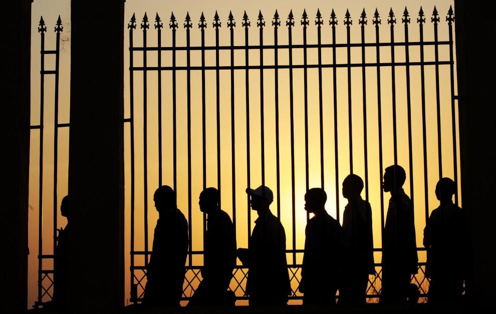 20. SUDAN, Dżuba, 9 stycznia 2011: Sudańczycy z południa czekają w kolejce do punktu głosowania. AFP PHOTO/Roberto SCHMIDT