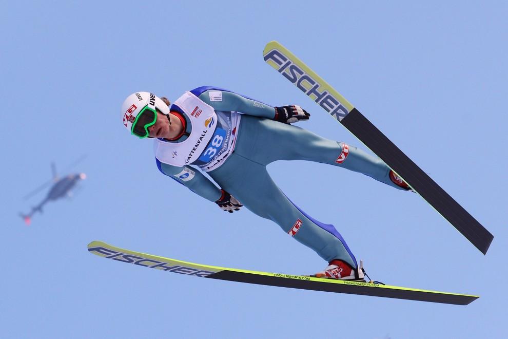 22. NIEMCY, Garmisch-Partenkirchen, 1 stycznia 2011: Rune Velta przelatuje nad zeskokiem obiektu w Garmisch-Partenkirchen. (Foto: Alex Grimm/Bongarts/Getty Images)