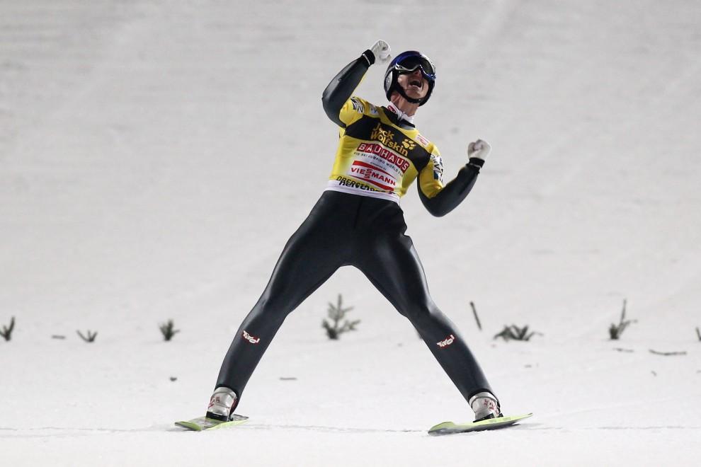 23. NIEMCY, Oberstdorf, 29 grudnia 2010: Thomas Morgenstern cieszy się z udanego skoku i zwycięstwa w zawodach. (Foto: Alex Grimm/Bongarts/Getty Images)