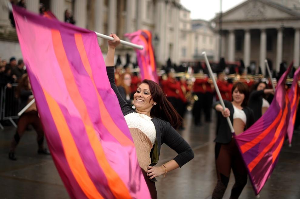 24. WIELKA BRYTANIA, Londyn, 30 grudnia 2010: Próba generalna przed paradą noworoczną zespołu  Etiwanda High School Marching Band z Kaliforni. AFP PHOTO/BEN STANSALL