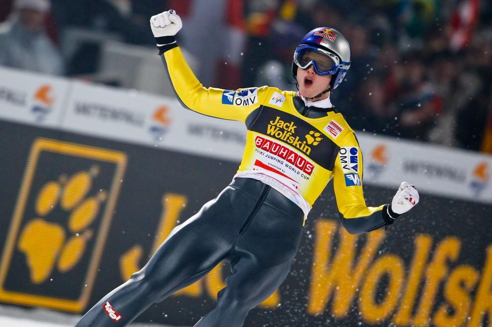 24. NIEMCY, Oberstdorf, 29 grudnia 2010: Thomas Morgenstern tryumfuje podczas zawodów w Oberstdorfie. (Foto: Stanko Gruden/Agence Zoom/Getty Images)