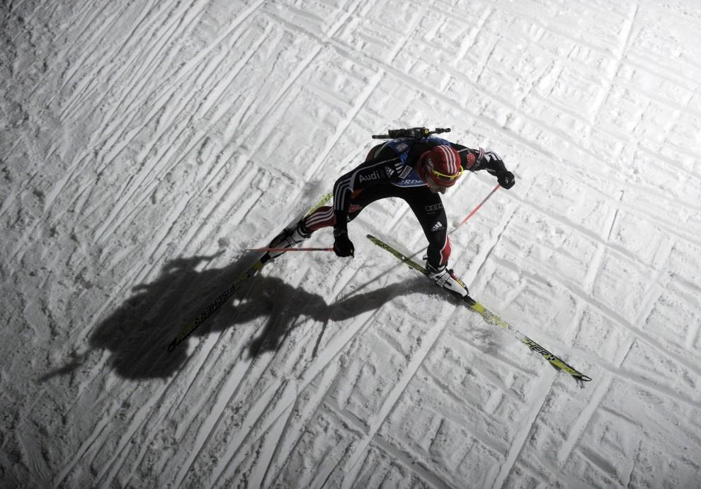 28. NIEMCY, Oberhof, 5 stycznia 2011: Niemiec Arnd Peiffer na trasie wyścigu 4 x 7,5 km. AFP PHOTO / ROBERT MICHAEL
