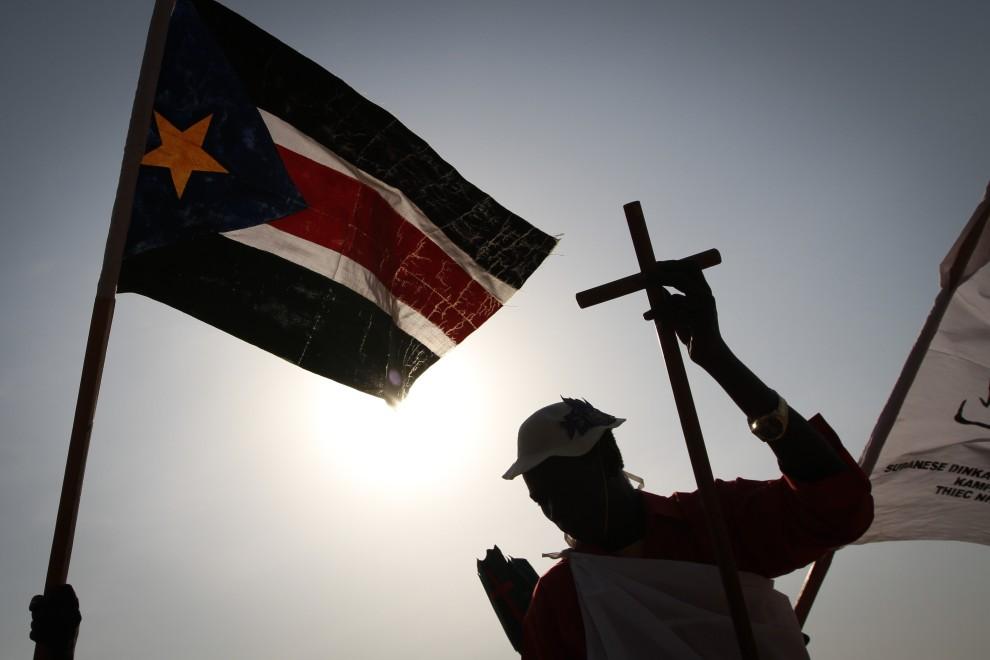 28. SUDAN, Nimule, 9 stycznia 2011: Grupa Sudańczyków, którzy przybyli na referendum z Ugandy. AFP PHOTO/MARC HOFER