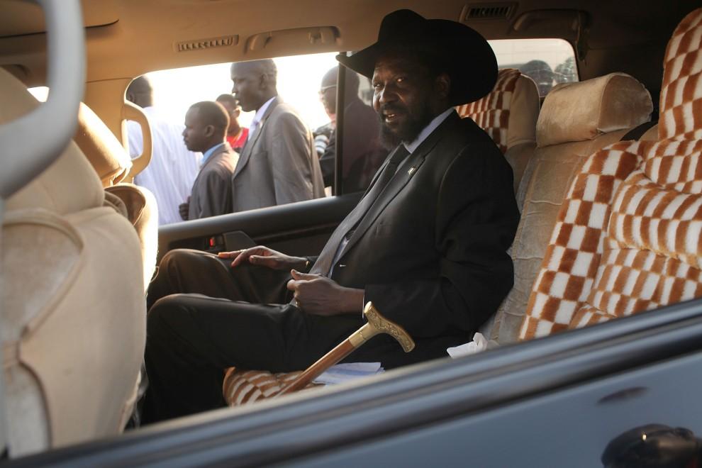 30. SUDAN, Dżuba, 9 stycznia 2011: Salva Kiir Mayardit, prezydent autonomicznego Sudanu Południowego i wiceprezydent Sudanu, po oddaniu swojego głosu w referendum. (Foto: Spencer Platt/Getty Images)