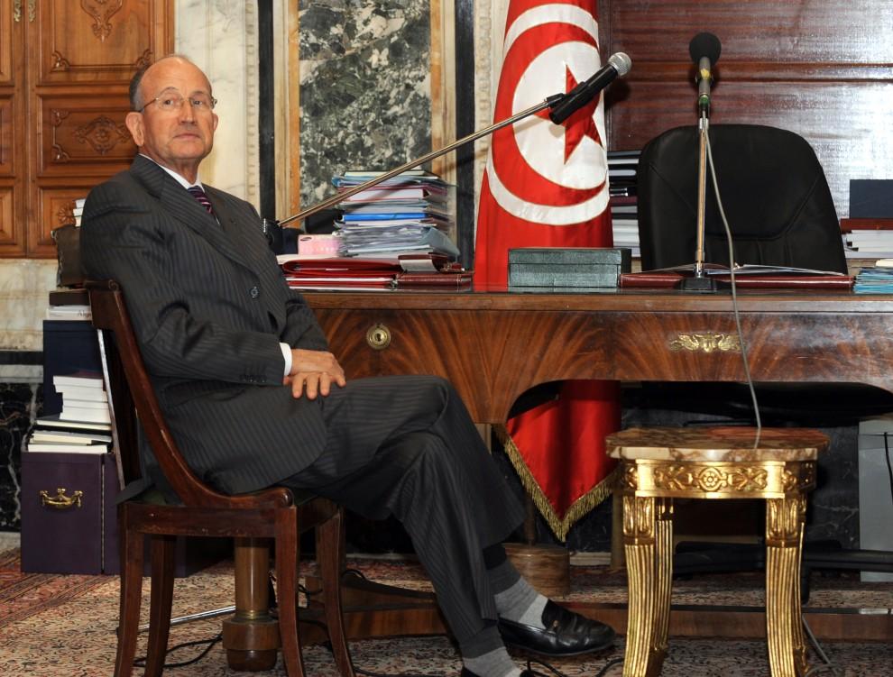 32. TUNEZJA, Tunis, 15 stycznia 2011: Przewodniczący senatowi Abdallah Kallel pozuje dla fotoreporterów. AFP PHOTO / FETHI BELAID