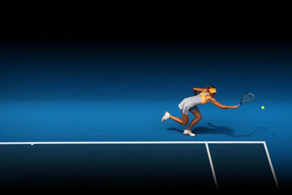 33. AUSTRALIA, Melbourne, 17 stycznia 2011: Maria Szarapowa podczas meczu z Tamarine Tanasugarn na turnieju Australian Open. (Foto: Cameron Spencer/Getty Images)