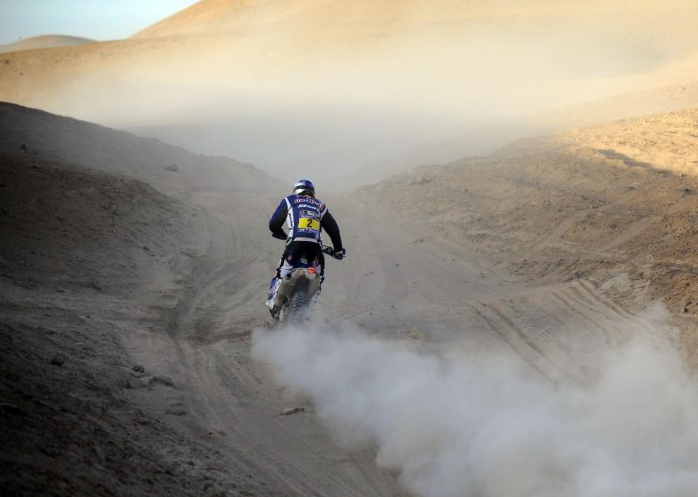 34. CHILE, Antofagasta, 9 stycznia 2011: Francuz Cyril Despres na trasie siódmego etapu rajdu. AFP PHOTO / Daniel GARCIA