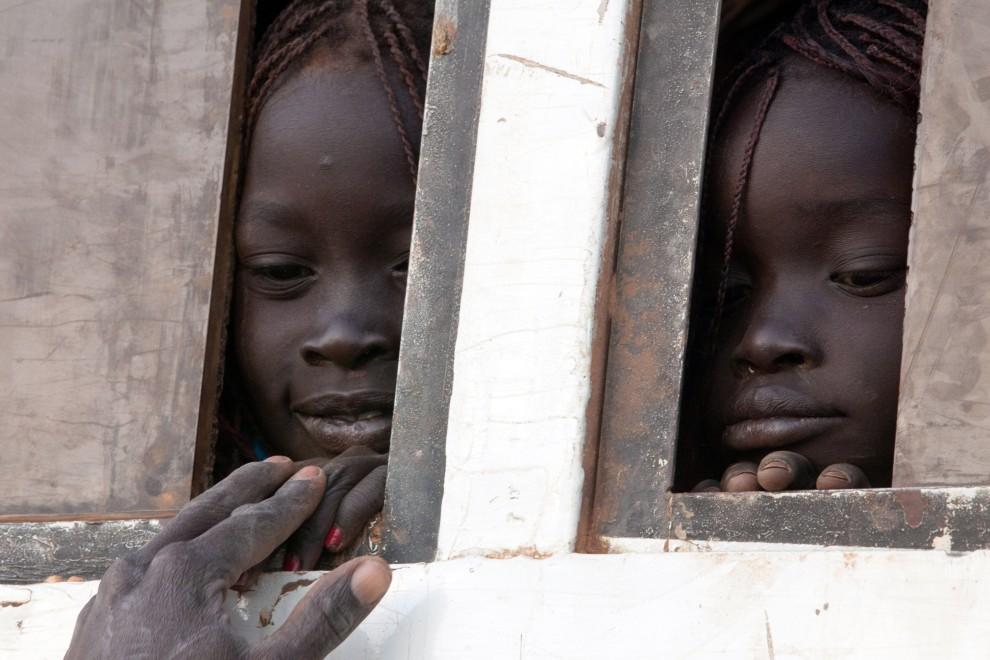 32. SUDAN, Bentiu, 9 stycznia 2011: Siostry, które wróciły do Bentiu po 3 dniach podróży z Chartumu. AFP PHOTO/Yasuyoshi Chiba