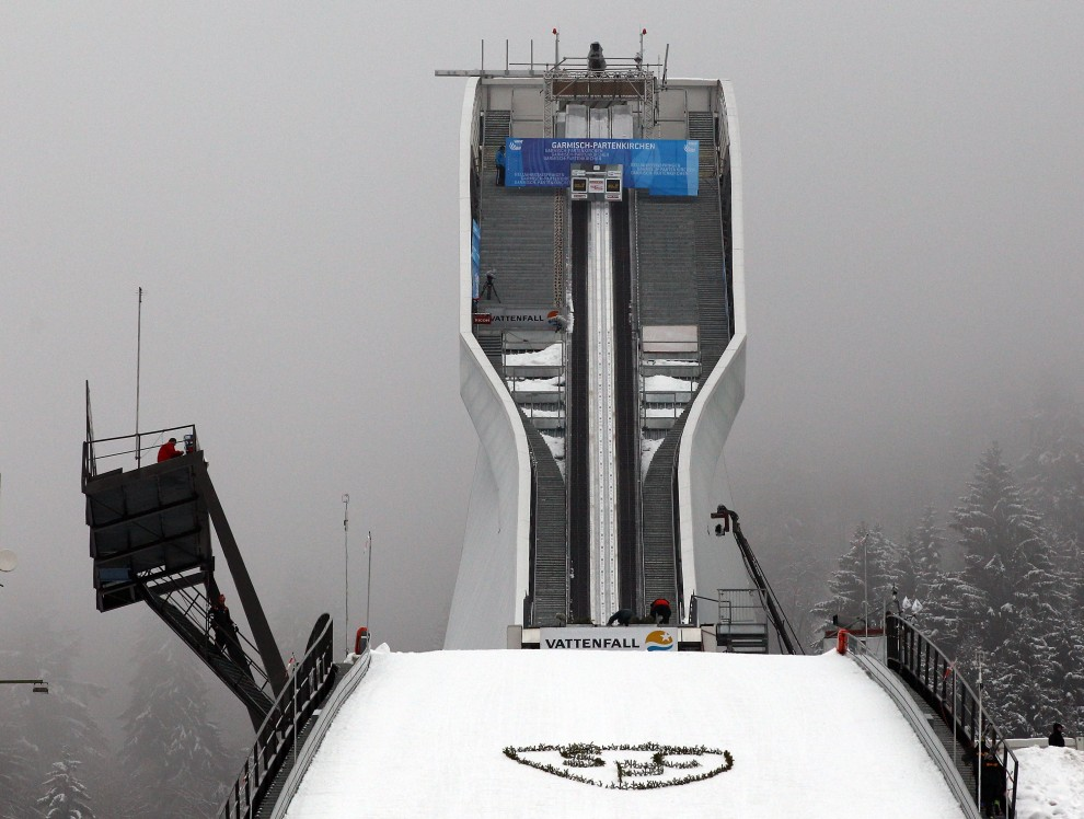 5. NIEMCY, Garmisch-Partekirchen, 1 stycznia 2011: Widok na skocznie w Garmisch-Partekirchen. (Foto: Alexander Hassenstein/Bongarts/Getty Images)