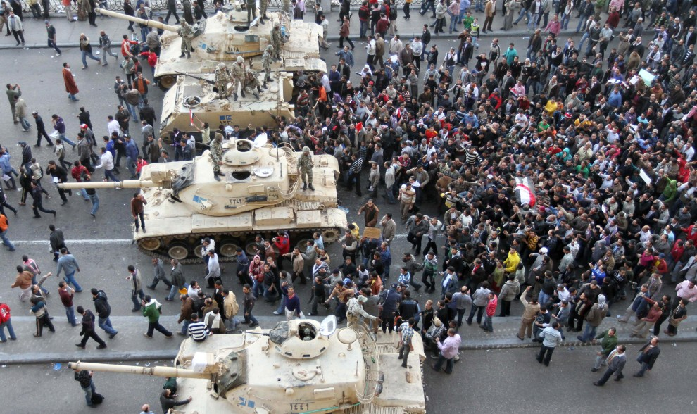 7. EGIPT, Kair, 29 stycznia 2011: Pogrzeb jednej z ofiar zamieszek w stolicy Egiptu. AFP PHOTO/KHALED DESOUKI