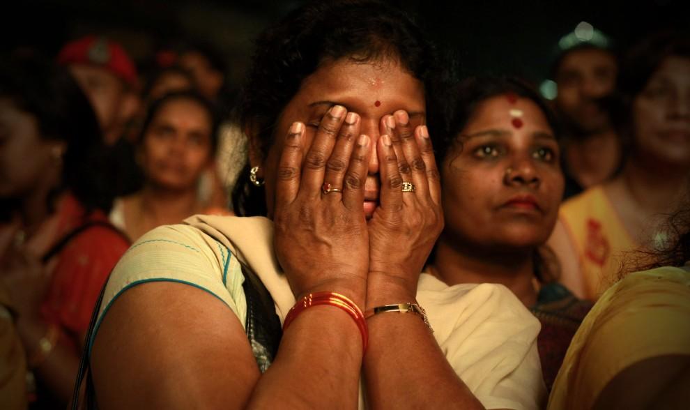 8. MALEZJA, Kuala Lumpur, 29 stycznia 2010: Kobieta modli się podczas trwającego święta Thaipusam. (Foto: Ulet Ifansasti/Getty Images)