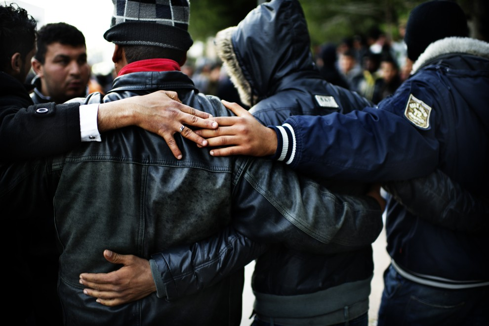 11. WŁOCHY, Lampedusa, 14 lutego 2011: Imigranci cieszą się z przybycia do Lampedusy. AFP PHOTO / ROBERTO SALOMONE