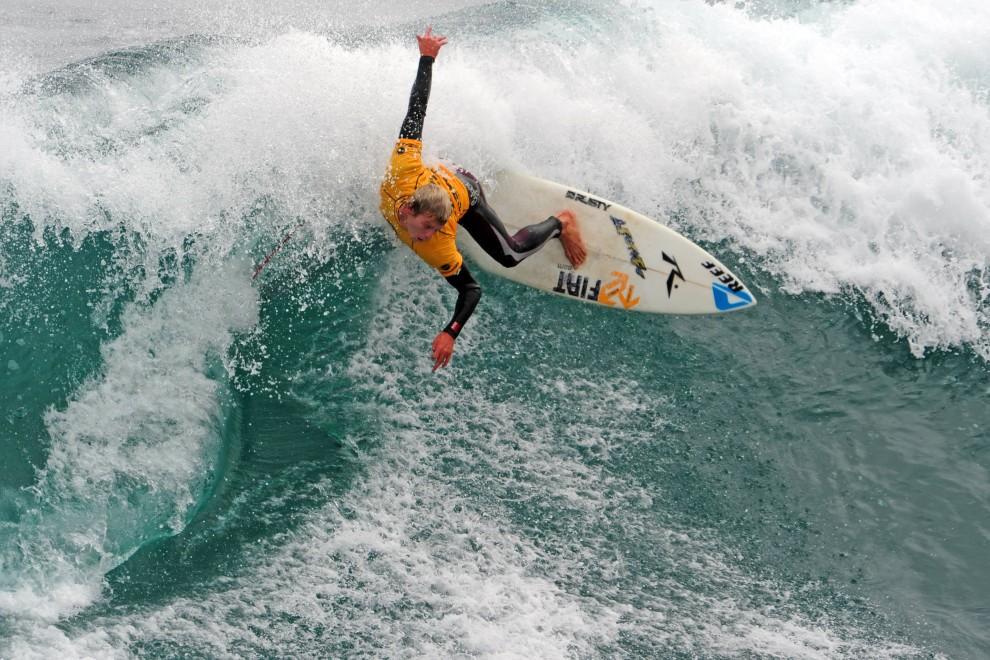 14. CHILE, Punta Lobos, 18 lutego 2011: Argentyńczyk Leandro Ursuna na zawodach Reef Classic Alas 2011. AFP PHOTO/MARTIN BERNETTI
