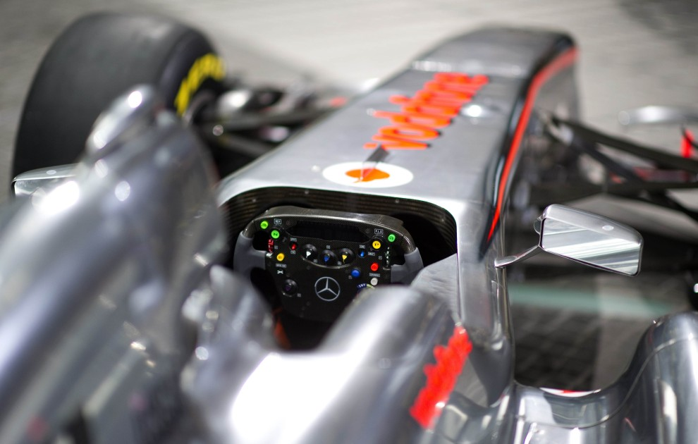 15. NIEMCY, Berlin, 4 lutego 2011: Kokpit nowego bolidu MP4-26 zespołu McLaren. AFP PHOTO / JOHANNES EISELE