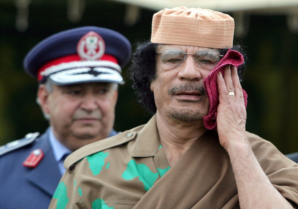 15. LIBIA, Trypolis, 8 kwietnia 2008: Muammar al-Kaddafi podczas spotkania z prezydentem Ukrainy, Wiktorem Juszczenko. AFP PHOTO/ PRESIDENTIAL PRESS-SERVICE POOL/MYKOLA LAZARENKO