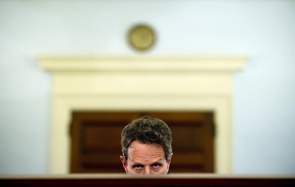 15. USA, Waszyngton, 16 lutego 2011: Amerykański Sekretarz Skarbu Timothy Geithner składa relację dotyczącą budżetu. AFP PHOTO/Jim WATSON