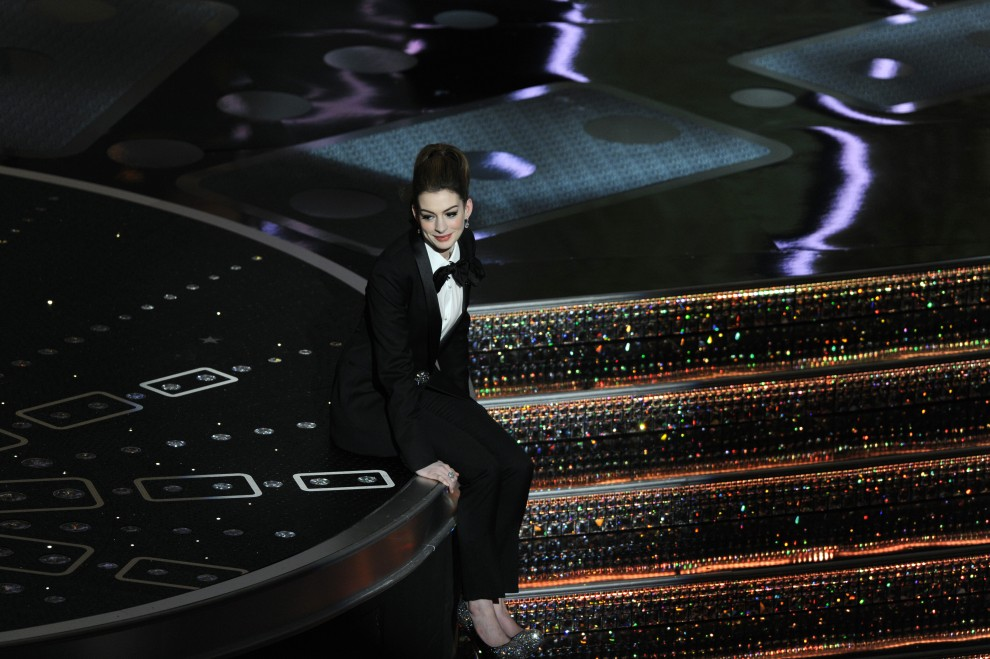 16. USA, Hollywood, 27 lutego 2011: Anne Hathaway podczas gali rozdania Oscarów w Kodak Theatre. AFP PHOTO / GABRIEL BOUYS