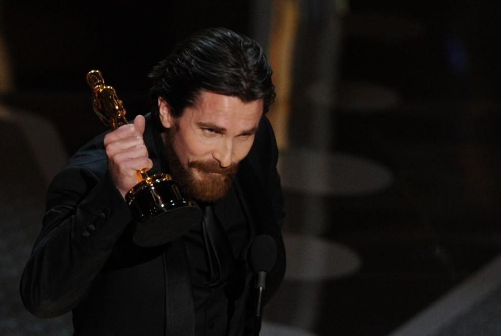 19. USA, Hollywood, 27 lutego 2011: Christian Bale odbiera nagrodę za najlepszą rolę drugoplanową. AFP PHOTO / GABRIEL BOUYS