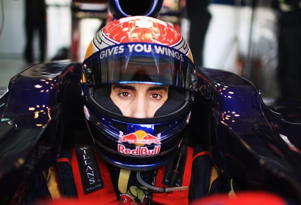 1. HISZPANIA, Walencja, 3 lutego 2011: Sebastien Buemi w bolidzie zespołu Scuderia Toro Rosso podczas testów na Ricardo Tormo Circuit. (Foto:  Mark Thompson/Getty Images)