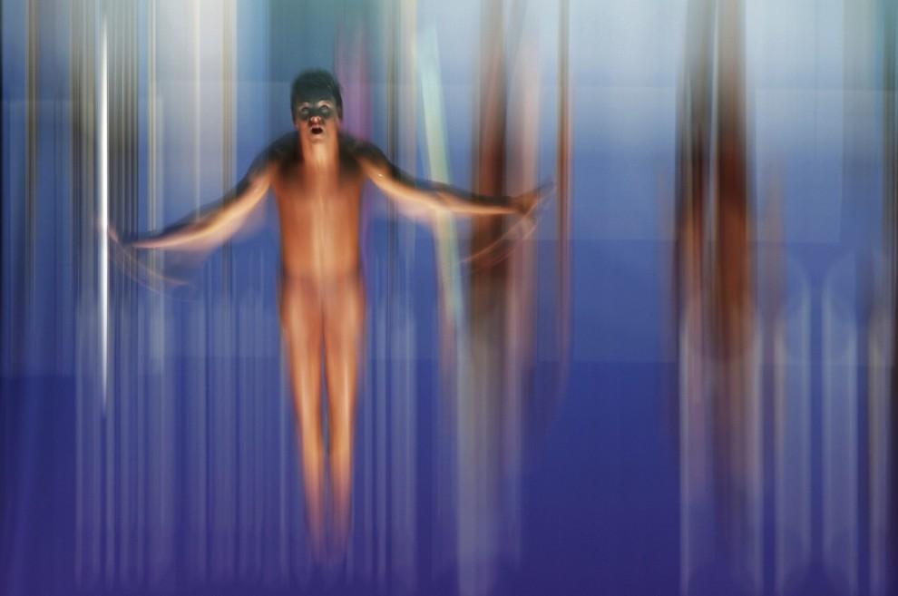 """20.Australijczyk Adam Pretty zdobył I nagrodę w kategorii """"Sport - reportaż"""" za zdjęcie przedstawiające skaczącego do wody Brytyjczyka Thomasa Daley'a. AFP"""