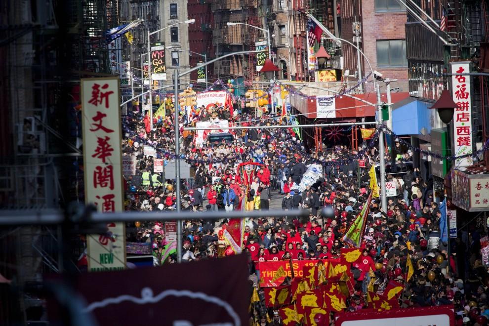 21. USA, Nowy Jork, 6 lutego 2011: Noworoczna parada przechodzi przez Mott Street. (Foto: Michael Nagle/Getty Images)