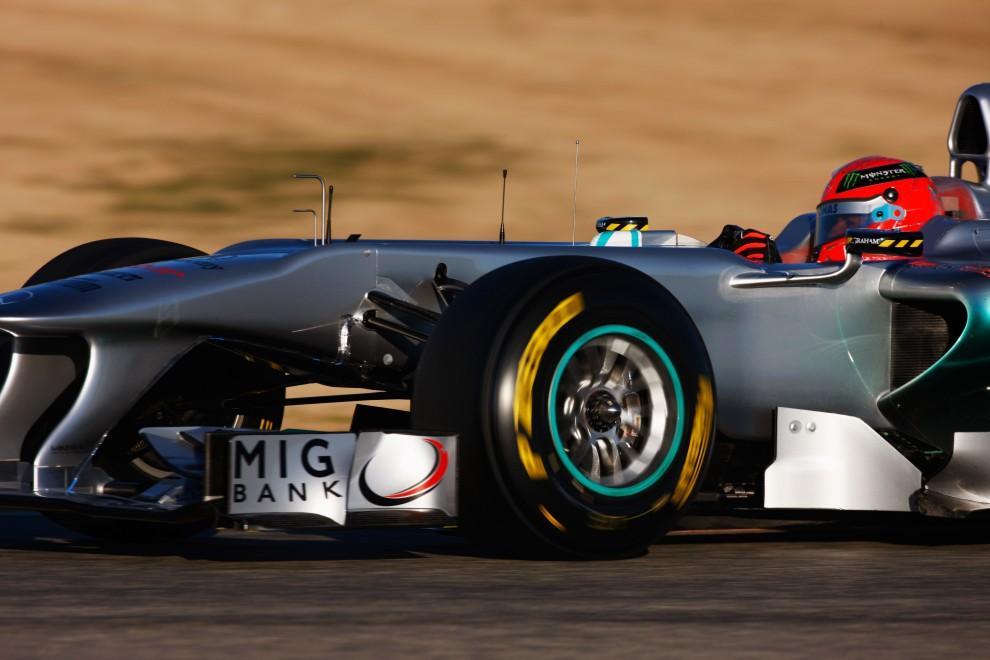 22. HISZPANIA, Walencja, 3 lutego 2011: Michael Schumacher prowadzi bolid na torze Ricardo Tormo. (Foto:  Mark Thompson/Getty Images)
