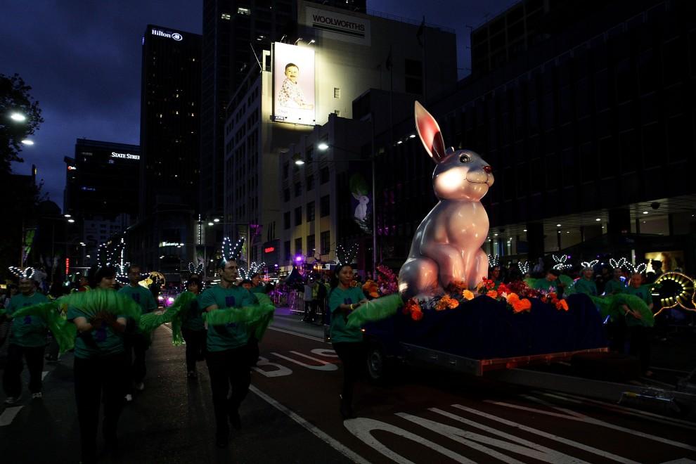 23. AUSTRALIA, Sydney, 6 lutego 2011: Noworoczna parada przechodzi ulicą w Sydney. (Foto: Lisa Maree Williams/Getty Images)