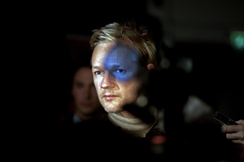 """24.Irlandczyk Seamus Murphy zdobył II nagrodę w kategorii """"Ludzie i wydarzenia - zdjęcie pojedyncze"""" za fotografię przedstawiającą Juliana Assange'a. PAP/EPA."""