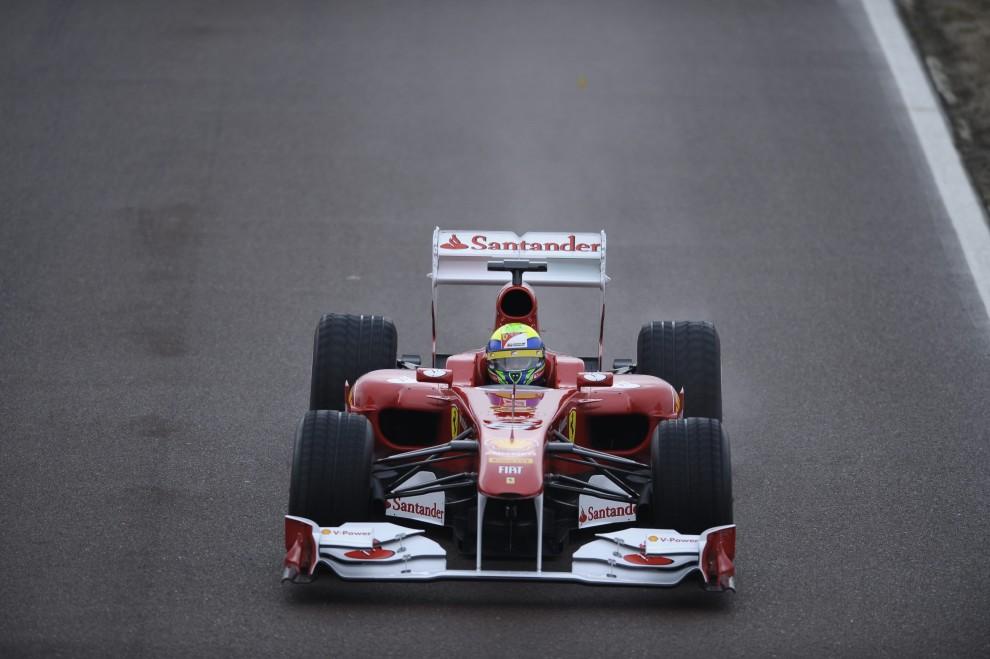 25. WŁOCHY, Maranello, 29 stycznia 2011:  Nowy bolid Ferrari Formula One F150 podczas testów. AFP PHOTO / FERRARI PRESS OFFICE/HO