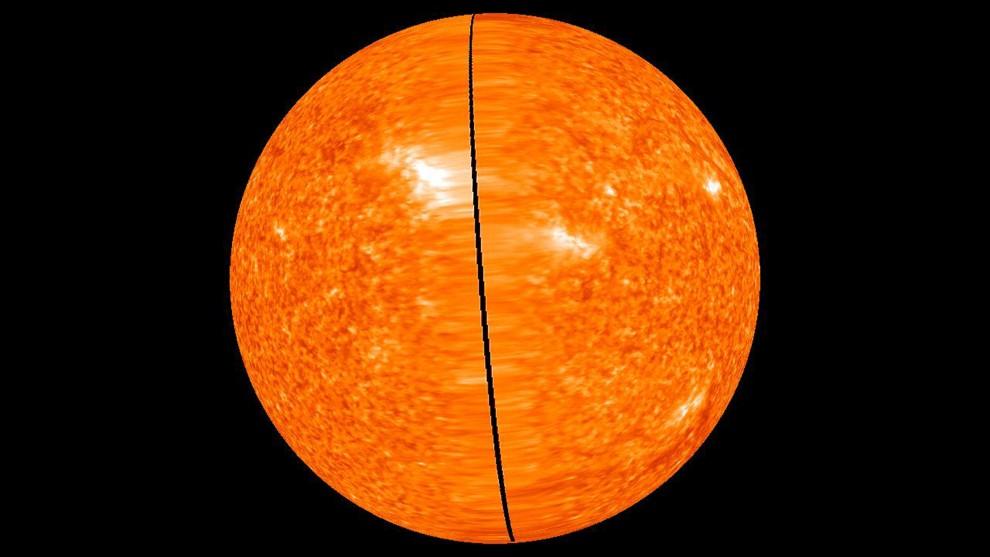 25. PRZESTRZEŃ KOSMICZNA, 3 lutego 2011: Słońce sfotografowane przez sondy STEREO (ang. Solar TErrestrial RElations Obserwatory), wystrzelone przez NASA w   2006 roku – ustawiły się po przeciwległych stronach Słońca i dzięki temu możemy po raz pierwszy w historii oglądać naszą gwiazdę w pełnej krasie. AFP PHOTO /   NASA