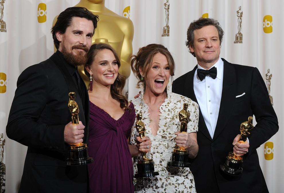 28. USA, Hollywood, 27 lutego 2011: Zdobywcy Oscarów dla najlepszych aktorów pierwszo- i drugoplanowych.  Stoją od lewej: Christian Bale, Natalie Portman, Melissa Leo, Colin Firth. AFP PHOTO/MARK RALSTON