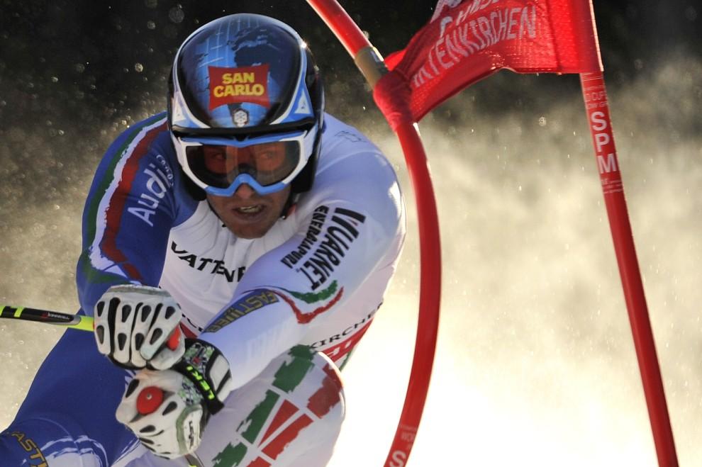 29. NIEMCY, Garmisch-Partenkirchen, 9 lutego 2011: Włoch Werner Heel ma trasie supergiganta. AFP PHOTO / FABRICE COFFRINI