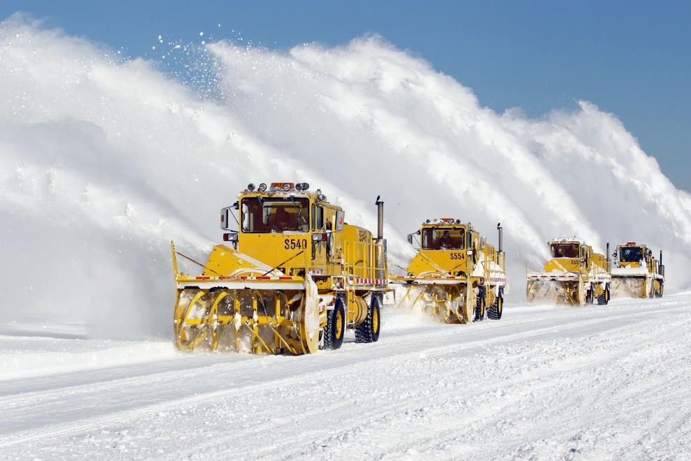 29. USA, Chicago, 3 lutego 2011: Usuwanie śniegu z płyty lotniska O'Hare w Chicago. (Foto: Scott Olson/Getty Images)