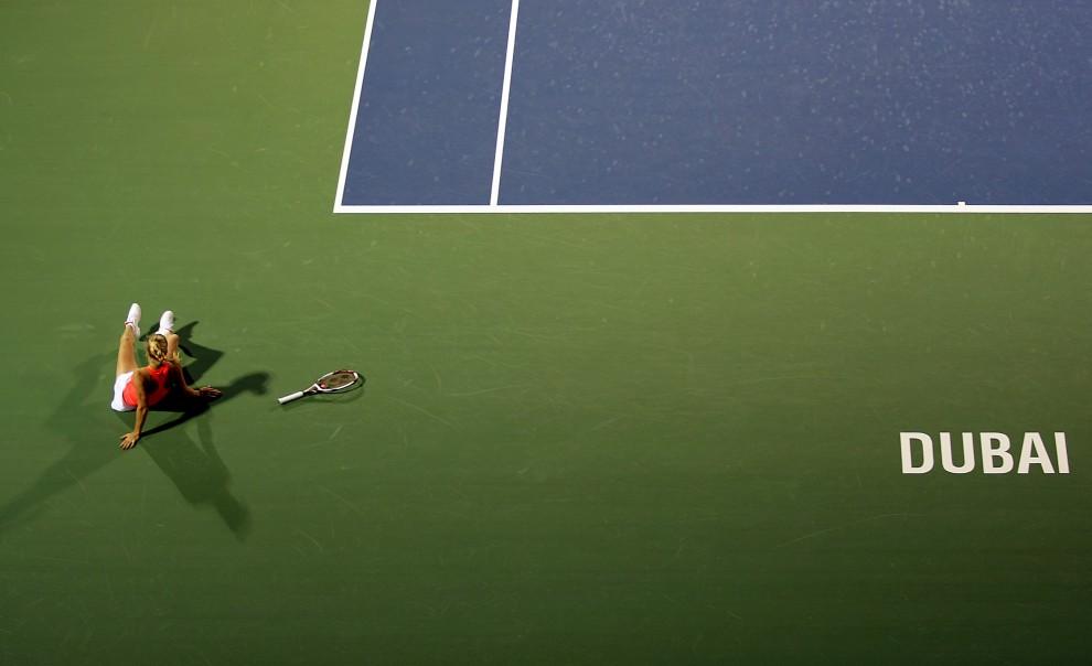 2. ZJEDNOCZONE EMIRATY ARABSKIE, Dubaj, 20 lutego 20011: Caroline Wozniacki podczas meczu finałowego turnieju w Dubaju. AFP PHOTO/KARIM SAHIB