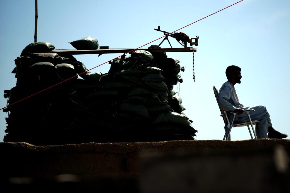 31. AFGANISTAN, Garmser, 20 lutego 2011: Afgański posterunek wojskowy w pobliżu amerykańskiej bazy wojskowej. AFP PHOTO / ADEK BERRY