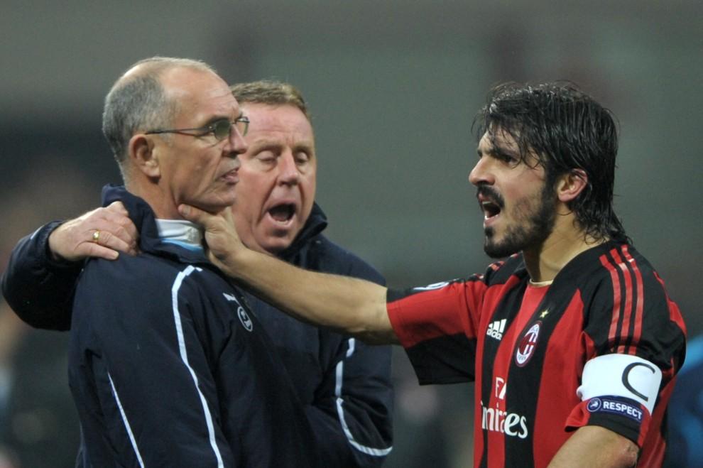 35. WŁOCHY, Milan, 15 lutego 2011: Gennaro Ivan Gattuso (po prawej) atakuje asystenta trenera Tottenhamau – Joe Jordana. AFP PHOTO/GIUSEPPE CACACE