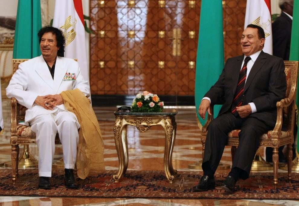 35. EGIPT, Kair, 3 lipca 2008: Muammar al-Kaddafi  podczas spotkania z prezydentem Egiptu Hosni Mubarakiem. AFP PHOTO/CRIS BOURONCLE