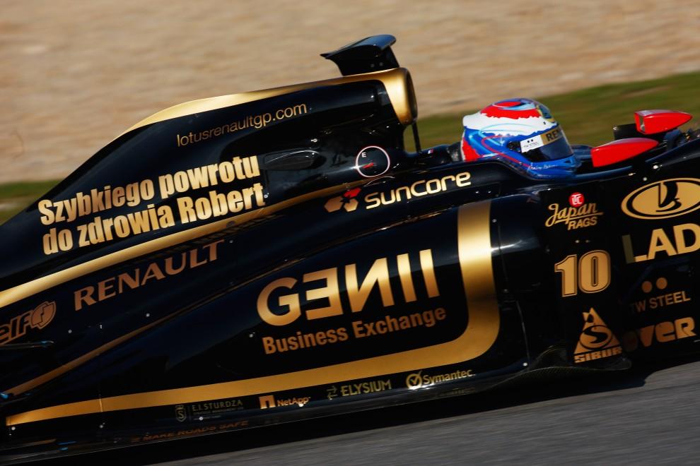35. HISZPANIA, Jerez de la Frontera, 10 lutego 2011: Życzenia dla Roberta Kubicy na bolidzie Vitalija Petrova (podobne życzenia pojawiły się na bolidach innych kierowców F1. (Foto: Mark Thompson/Getty Images)