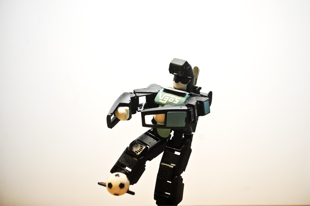 36. PERU, Lima, 17 lutego 2011: Prezentacja robota skonstruowanego przez Hiroshi Ishiguro. AFP PHOTO/ERNESTO BENAVIDES