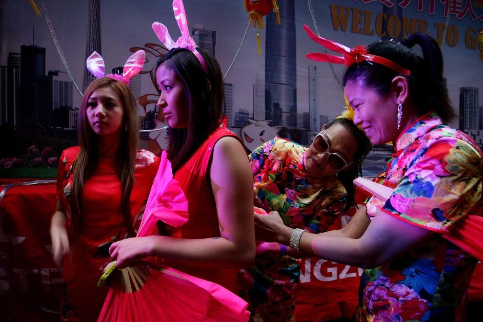 3. AUSTRALIA, Sydney, 6 lutego 2011: Uczestniczki parady z okazji rozpoczęcia się Roku Królika. (Foto: Lisa Maree Williams/Getty Images)