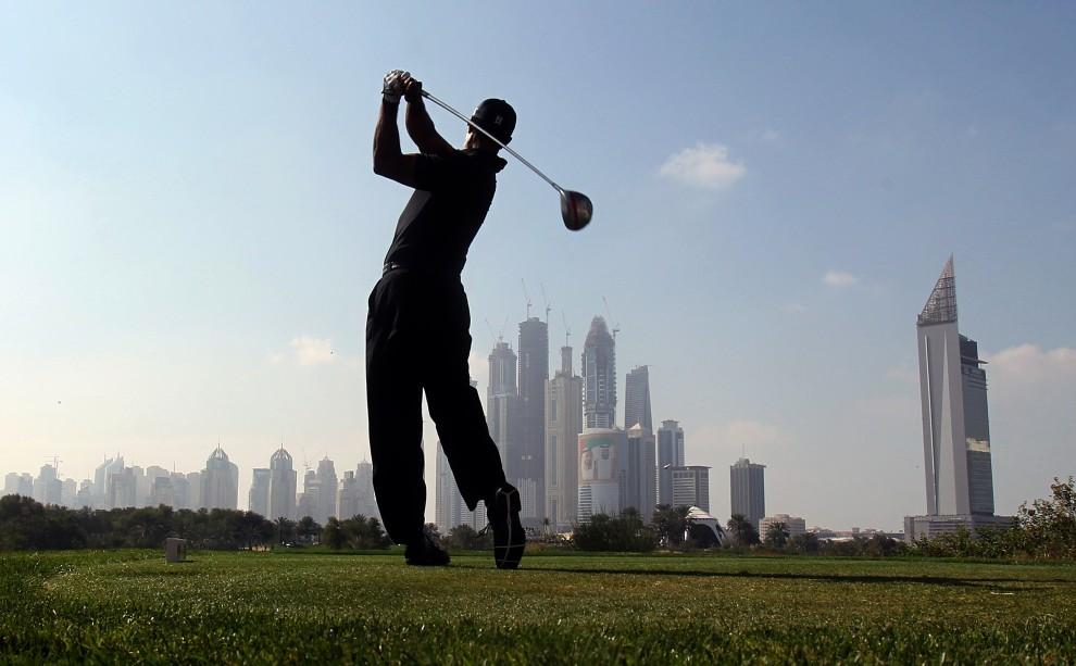 41. ZNEDNOCZONE EMIRATY ARABSKIE, Dubaj, 10 lutego 2011: Tiger Woods na turnieju Dubai Desert Classic. AFP PHOTO/KARIM SAHIB