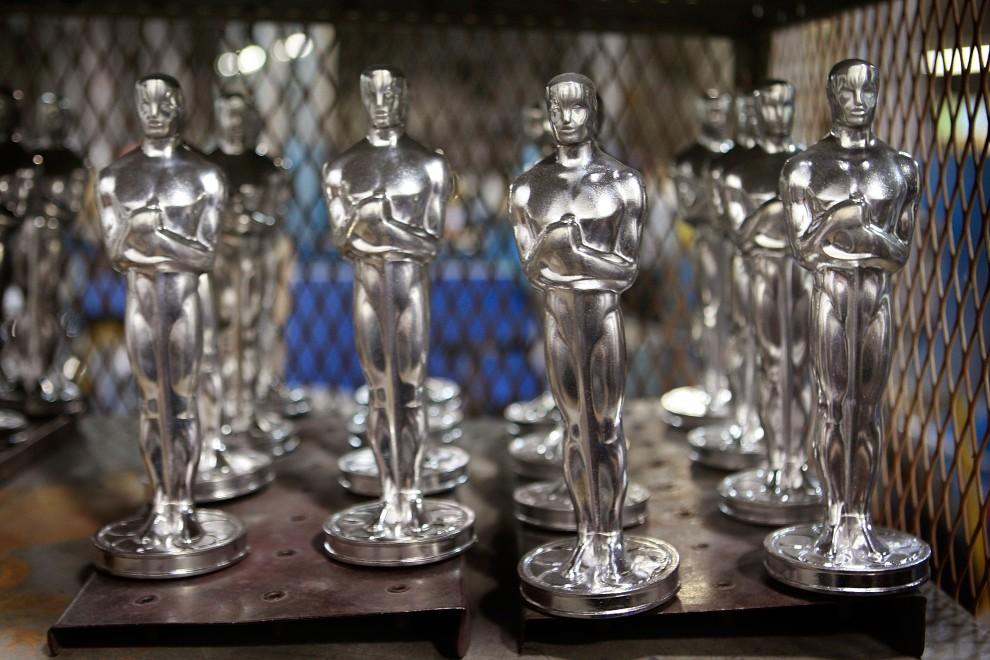 4. USA, Chicago, 27 stycznia 2009: Statuetki Oscara czekają na polerowanie. Scott Olson/Getty Images/AFP