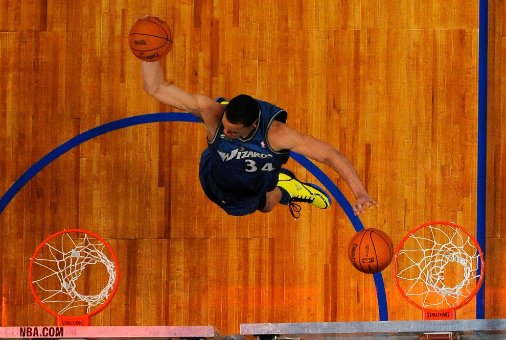 4. USA, Los Angeles, 19 lutego 2011: JaVale McGee podczas konkursu All-Stars Slam Dunk. Kevork Djansezian/Getty Images/AFP