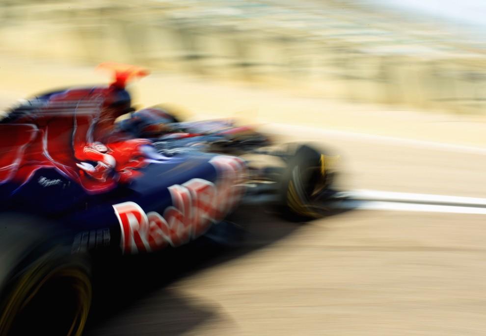 5. HISZPANIA, Walencja, 3 lutego 2011: Sebastien Buemi prowadzi bolid na torze Ricardo Tormo Circuit. (Foto:  Mark Thompson/Getty Images)