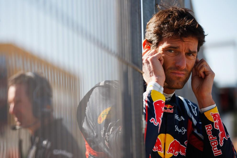 6. HISZPANIA, Walencja, 2 lutego 2011: Mark Webber z Red Bull Racing przygląda się przejazdom bolidów. (Foto:  Mark Thompson/Getty Images)