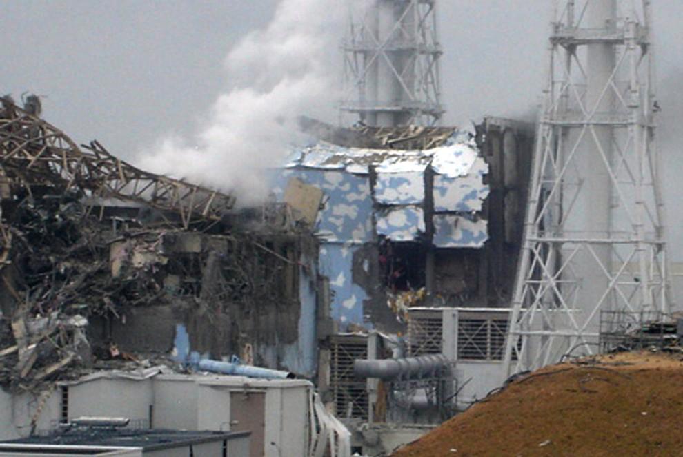11. JAPONIA,Okuma, 16 marca 2011: Uszkodzone reaktory 3 i 4. AFP PHOTO / TEPCO via JIJI